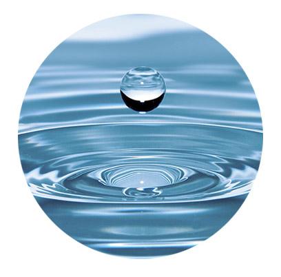 高級化妝品製造規格特別重視保養品使用的水質必須多道程序淨化,如此便可降低防腐成分用量,給予肌膚最友善的呵護。